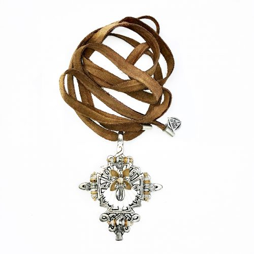 collar cross cowrie lux